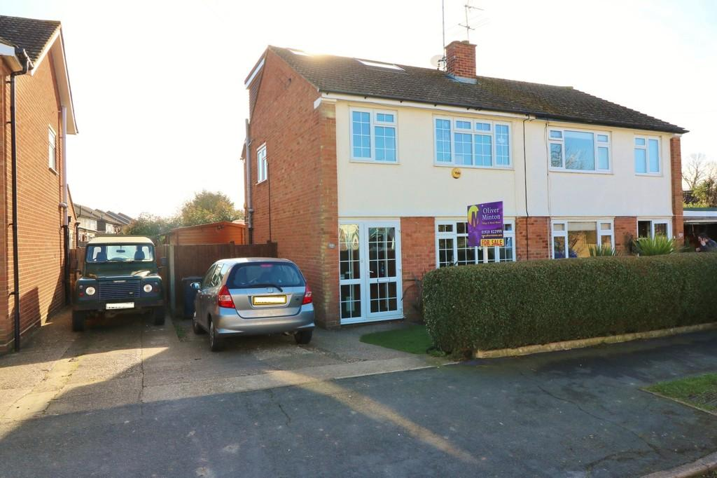 4 Bedrooms Semi Detached House for sale in Fishers Mead, Puckeridge
