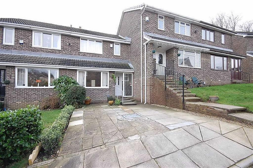 3 Bedrooms Town House for sale in Oakdale Crescent, Lindley, Huddersfield, HD3