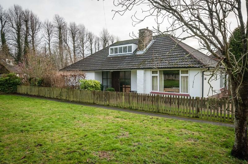 2 Bedrooms Detached Bungalow for sale in Linden Chase, Uckfield