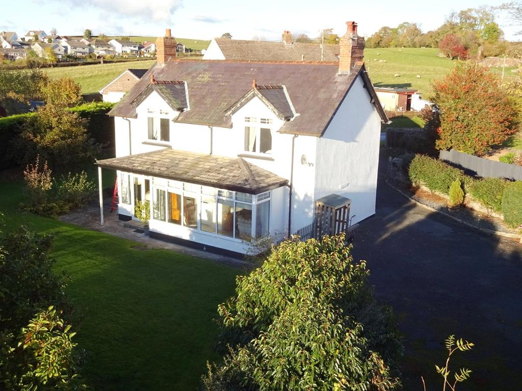 4 Bedrooms Detached House for sale in Llanddew, Brecon, Powys