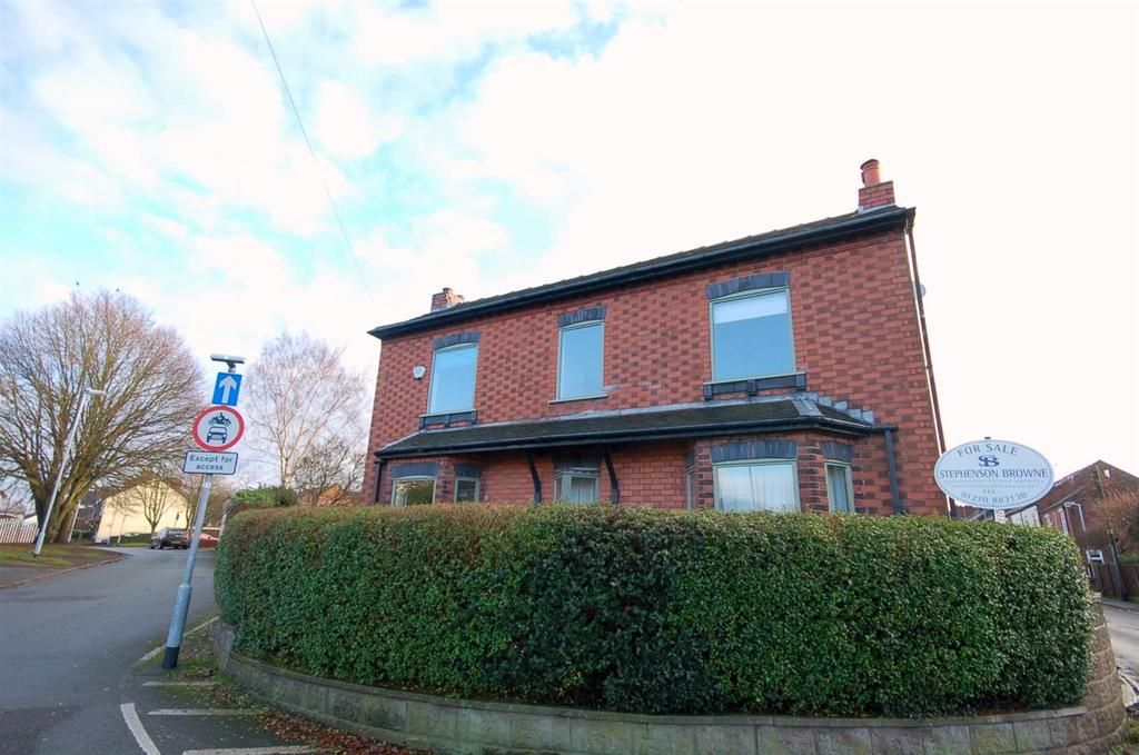 4 Bedrooms Detached House for sale in Chester Road, Audley