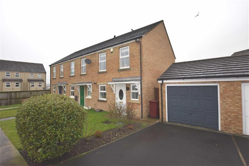 2 Bedrooms Semi Detached House for sale in Arundel Close, Burnley, Lancashire