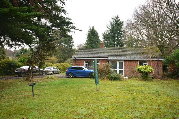 2 Bedrooms Detached Bungalow for sale in East Wellow