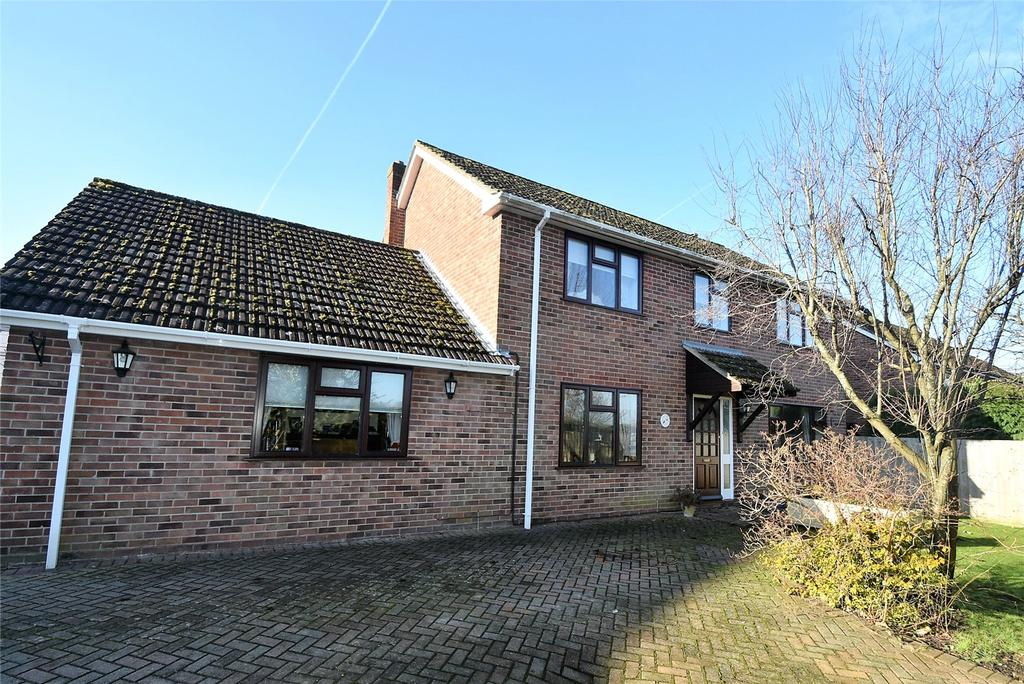 5 Bedrooms Detached House for sale in Tadley Hill, Tadley, Hampshire, RG26