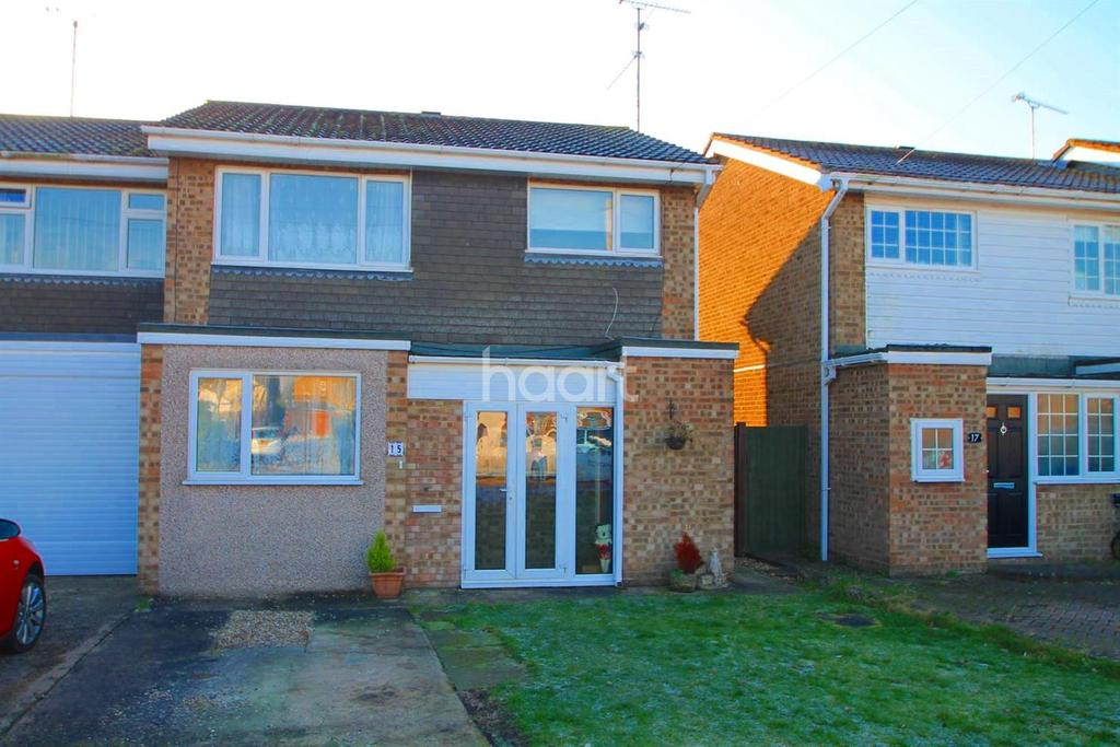 3 Bedrooms Semi Detached House for sale in The Crofts, Little Wakering