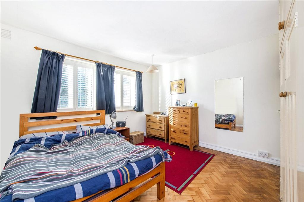 2 Bedrooms Apartment Flat for sale in Park Court, Balham Park Road, London, SW12