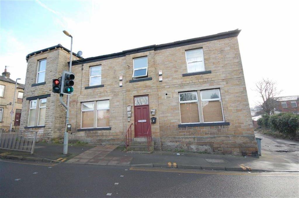 2 Bedrooms Flat for sale in Craven Court, 1 Batley Road, Heckmondwike, WF16