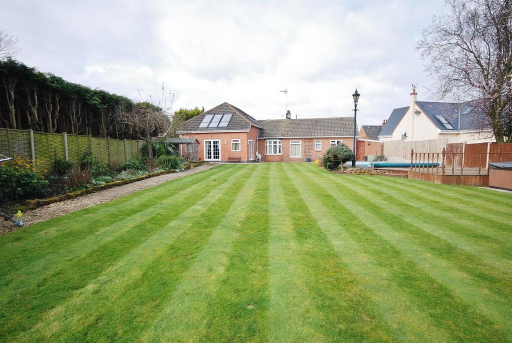 5 Bedrooms Detached House for sale in Kirklington Road, Southwell
