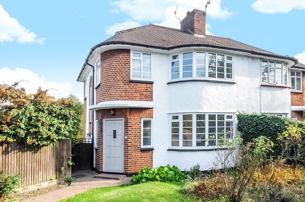 3 Bedrooms Semi Detached House for sale in Tudor Way Petts Wood BR5