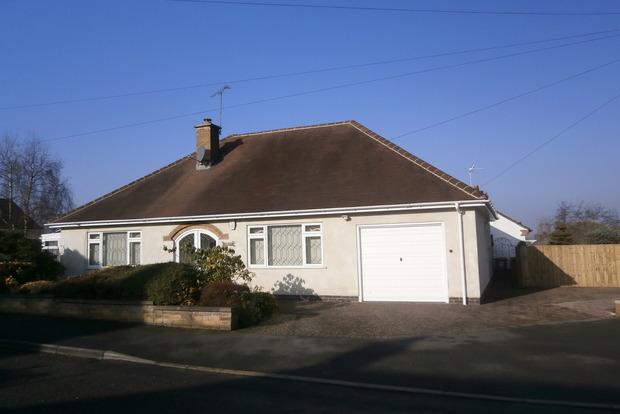 2 Bedrooms Detached Bungalow for sale in Valjean Crescent, Kirby Muxloe, Leicester, LE9