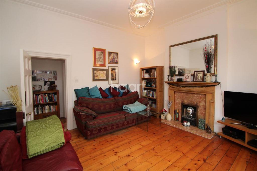 2 Bedrooms Flat for sale in Ebbsfleet Road, NW2