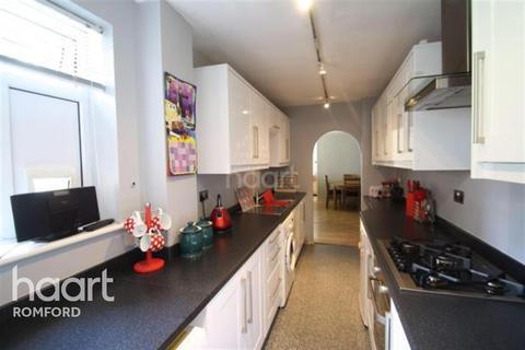 2 bedroom flat - Ferguson Court - Gidea Park - RM2
