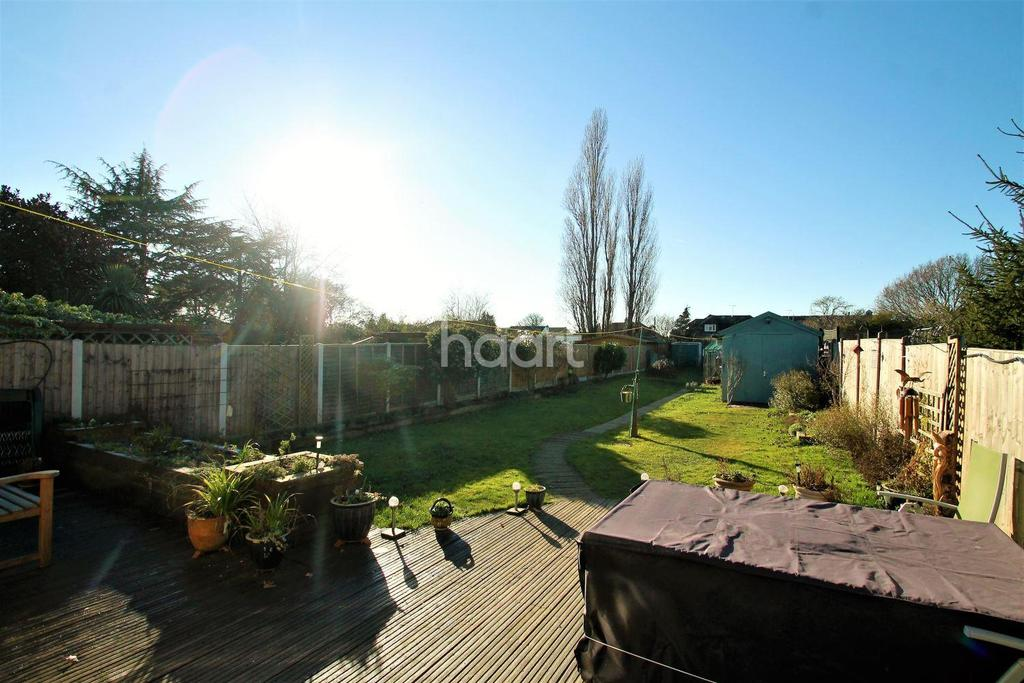 3 Bedrooms Bungalow for sale in Golden Cross Road, Ashingdon