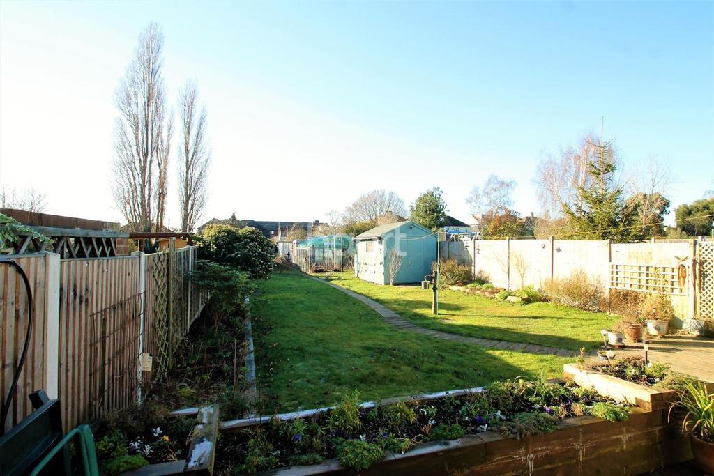 3 Bedrooms Bungalow for sale in Golden Cross Road, Ashingdon