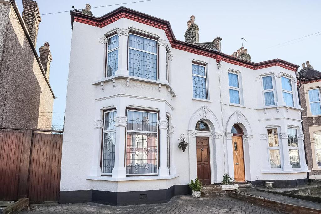 3 Bedrooms Terraced House for sale in Hazelbank Road, Catford, SE6
