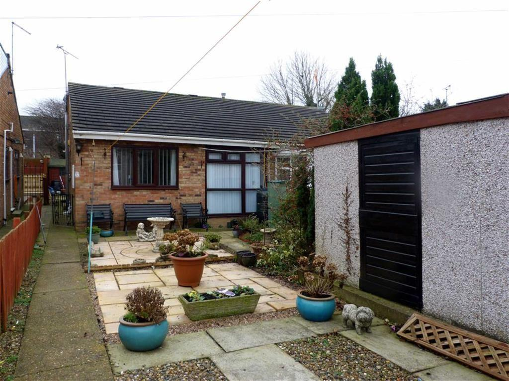 2 Bedrooms Semi Detached Bungalow for sale in Croft View, Sutton-on-Hull, Hull
