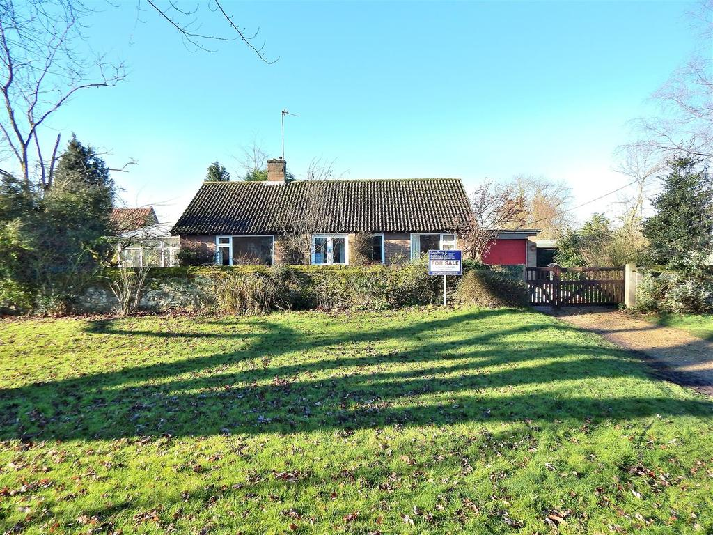 3 Bedrooms Detached Bungalow for sale in The Green, North Wootton, King's Lynn