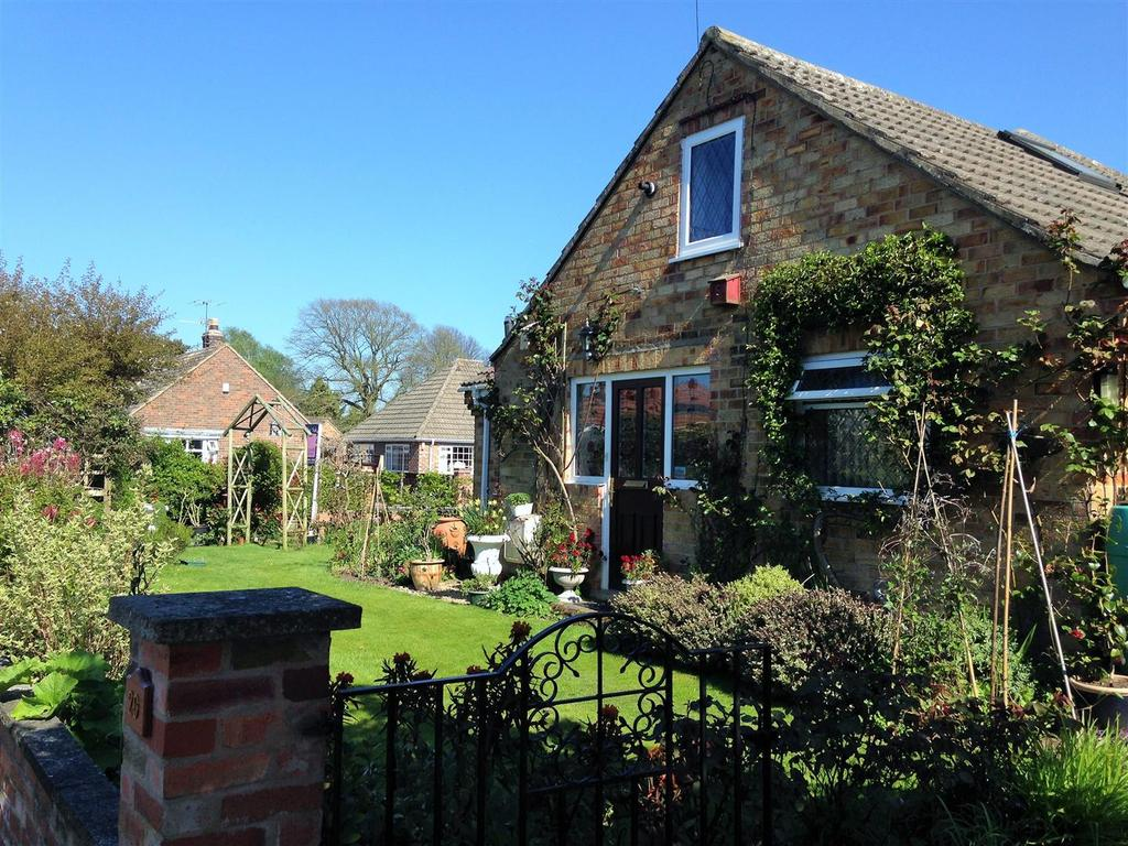 3 Bedrooms Detached Bungalow for sale in Hillcrest Avenue, Nether Poppleton, York