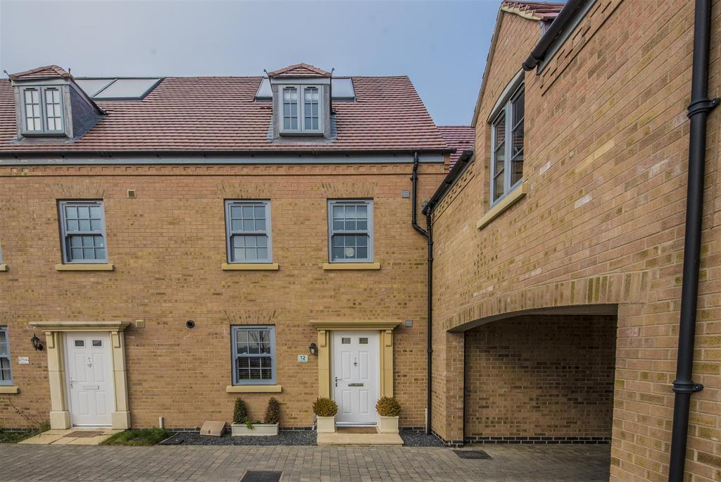 4 Bedrooms Town House for sale in Eydon Drive, Priors Hall Park