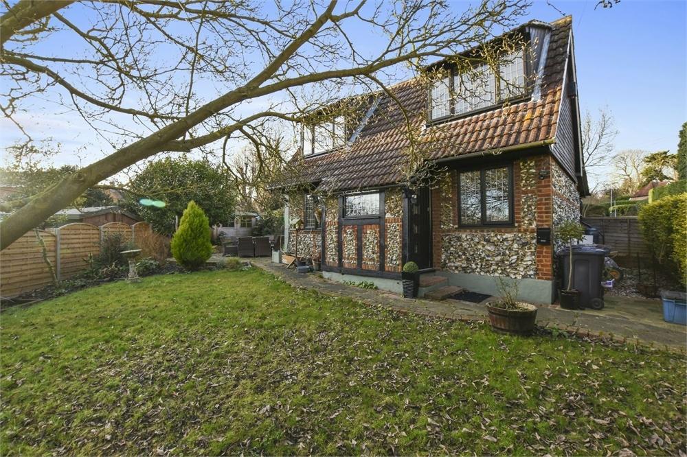 2 Bedrooms Detached House for sale in Church Crescent, Sawbridgeworth, Hertfordshire