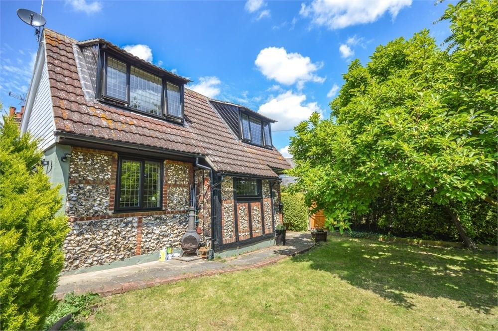 2 Bedrooms Detached House for sale in Church Crescent, Sawbridgeworth, Hertfordshire