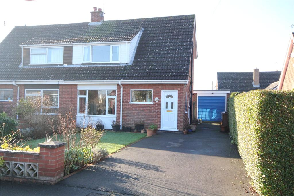 3 Bedrooms Semi Detached House for sale in St Michaels Walk, Sleaford, NG34