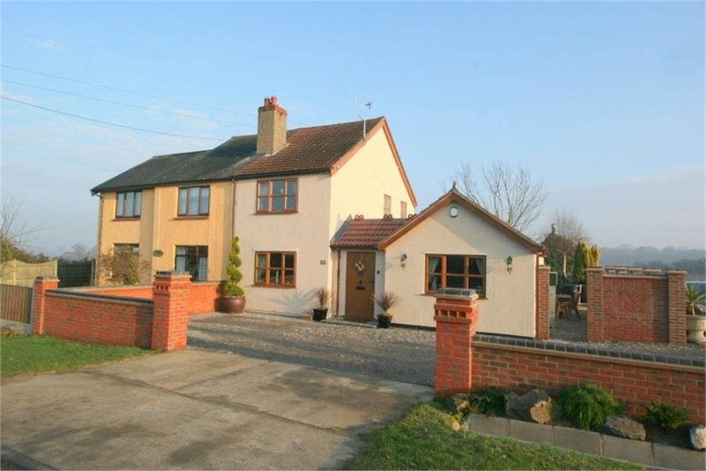3 Bedrooms Cottage House for sale in Landermere Road, Thorpe-le-Soken, CLACTON-ON-SEA, Essex