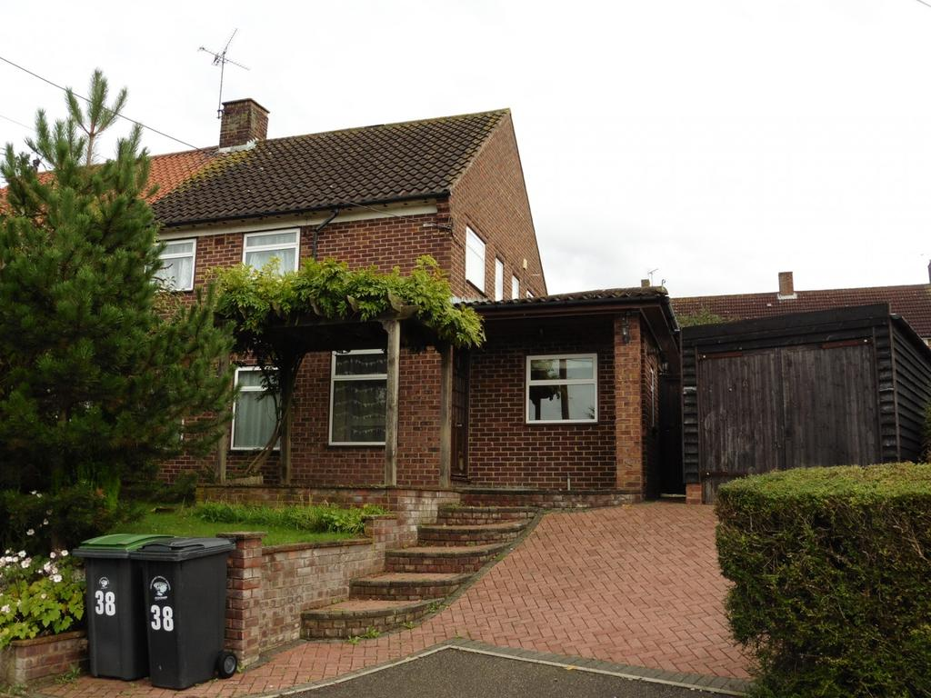 3 Bedrooms Terraced House for rent in Abbey View, Duton Hill, Dunmow, CM6