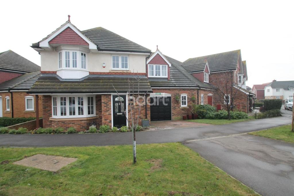 4 Bedrooms Detached House for sale in Larch End