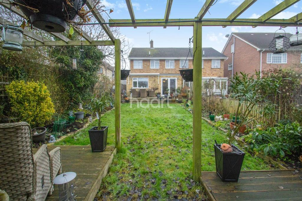 3 Bedrooms Semi Detached House for sale in Manor Road, Benfleet