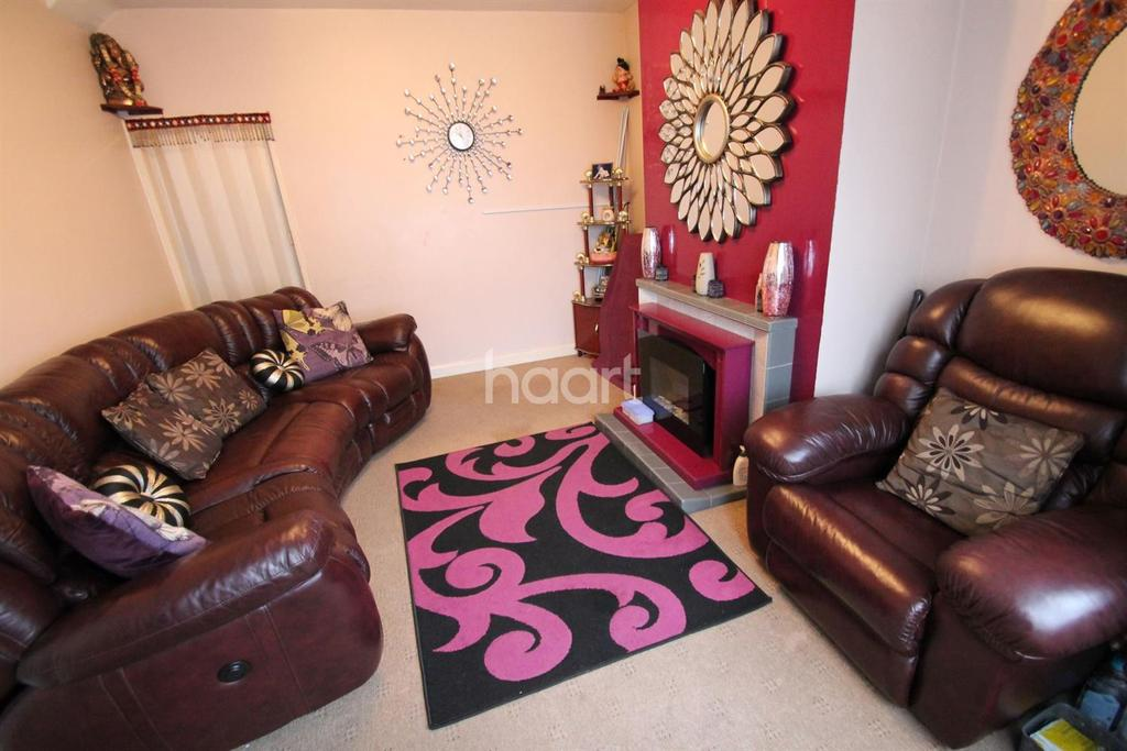 3 Bedrooms Terraced House for sale in Brackley Close, Leicester