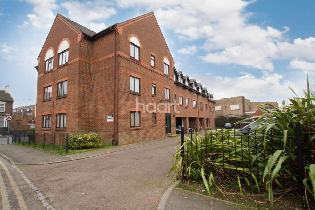 1 Bedroom Flat for sale in High Street North