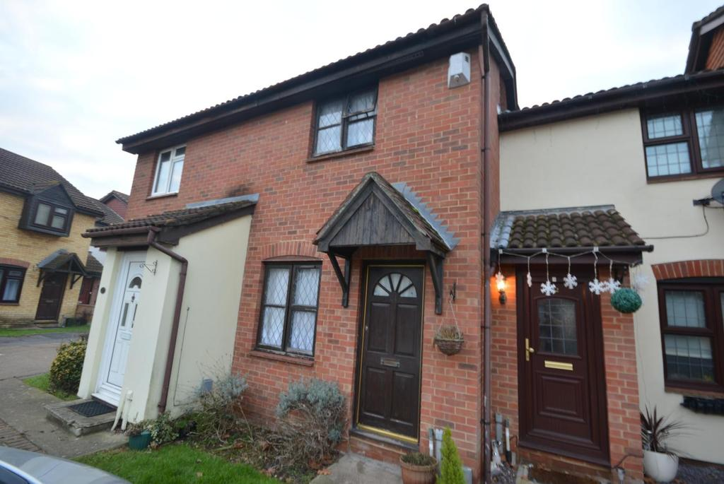 2 Bedrooms Terraced House for sale in Mansard Close, Hornchurch, Essex, RM12