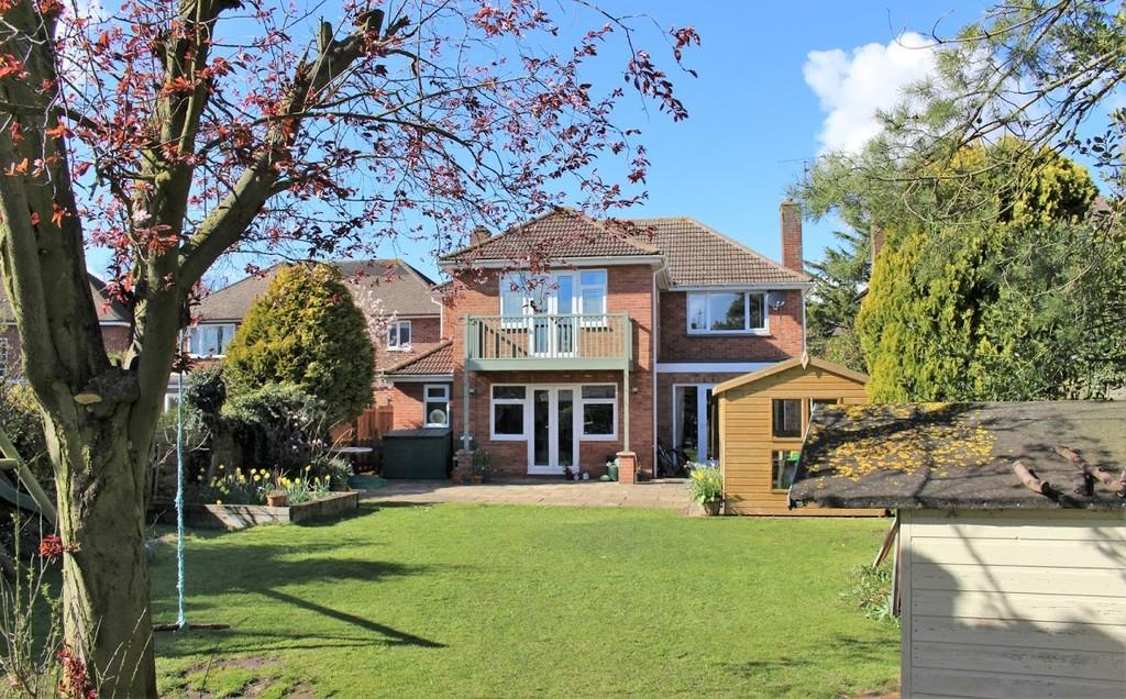 4 Bedrooms Detached House for sale in Cley Hall Drive, Spalding