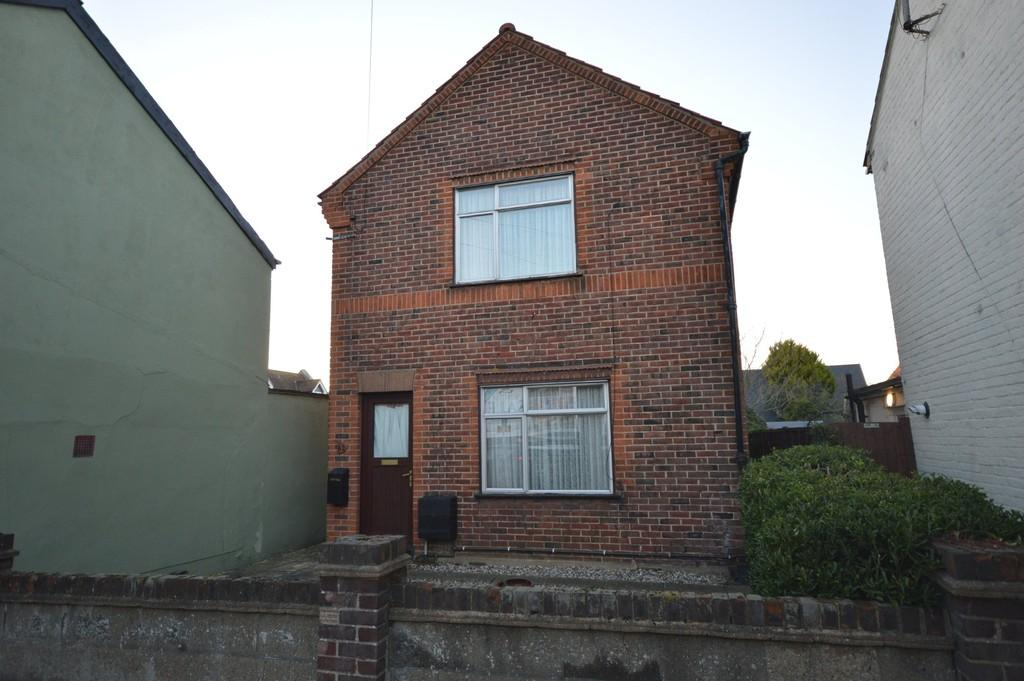 3 Bedrooms Detached House for sale in Ipswich Road, Colchester