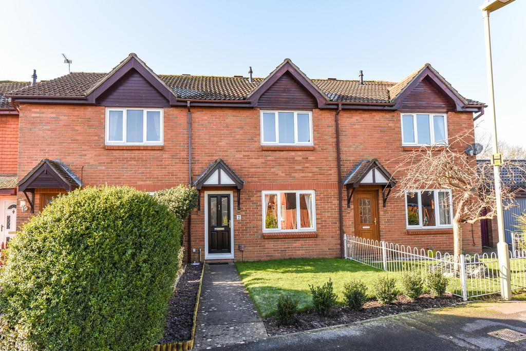 3 Bedrooms Terraced House for sale in Dukes Close, Petersfield