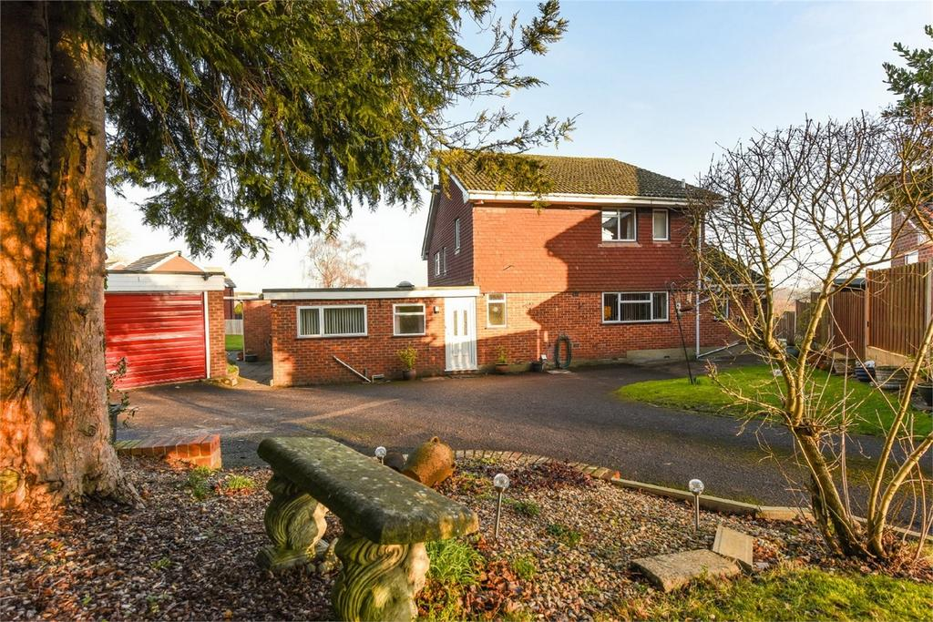 4 Bedrooms Detached House for sale in Grebe Close, ALTON, Hampshire