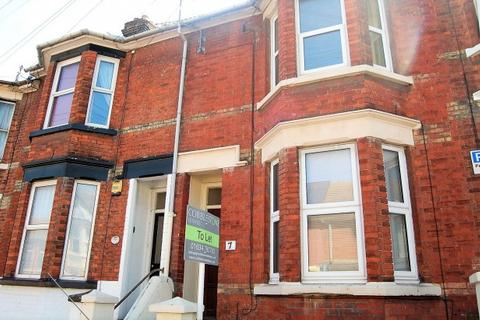 4 bedroom terraced house to rent - Richmond Road,  Gillingham, ME7