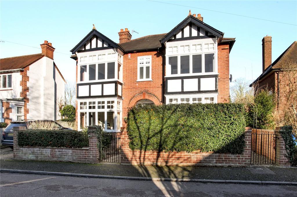 4 Bedrooms Detached House for sale in Buccleuch Road, Datchet, Berkshire, SL3