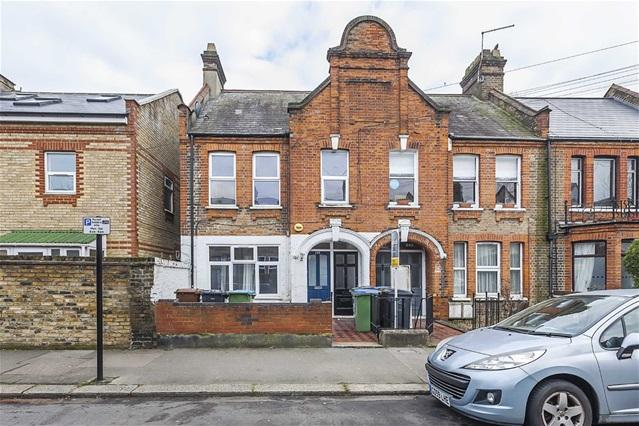 2 Bedrooms Flat for sale in Carr Road, Walthamstow