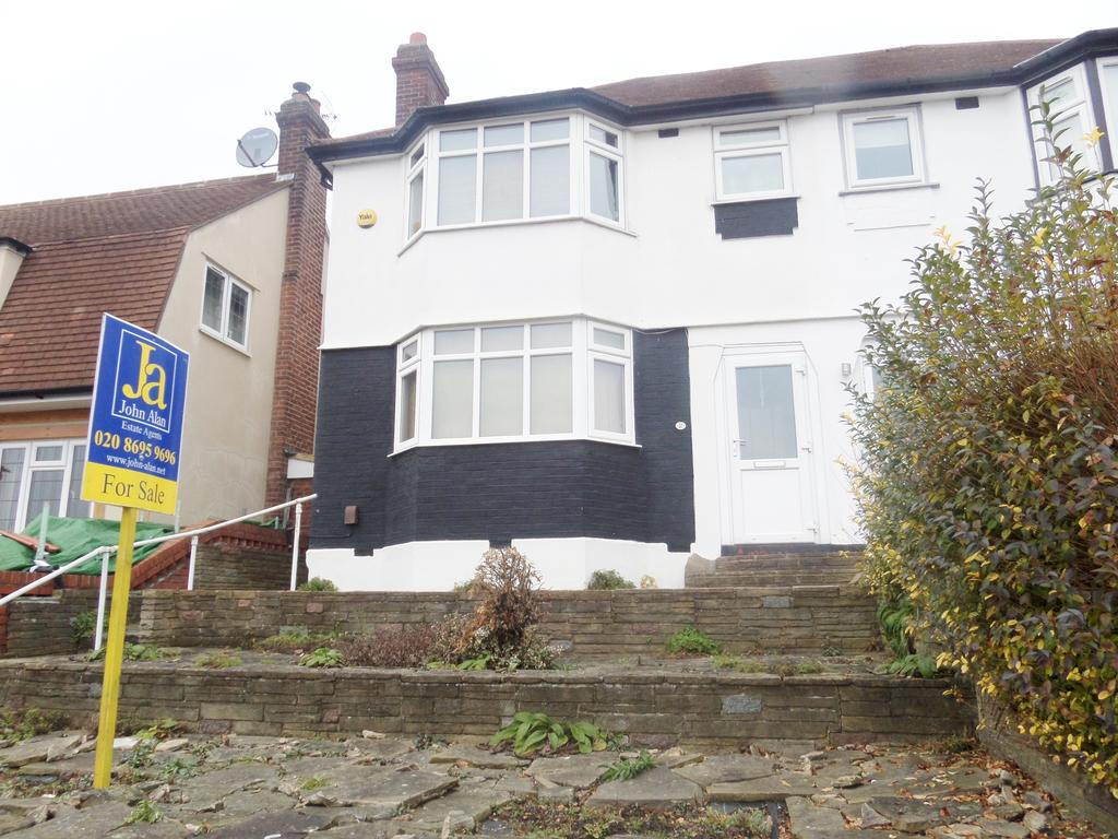 3 Bedrooms Semi Detached House for sale in Winlaton Road, Bromley