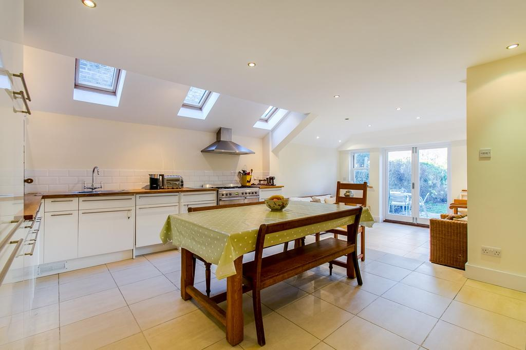 3 Bedrooms Flat for sale in Niton Street, Fulham, London