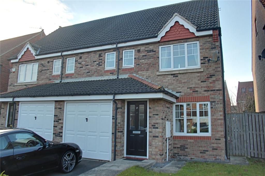 4 Bedrooms Semi Detached House for sale in Bamburgh Court, Ingleby Barwick