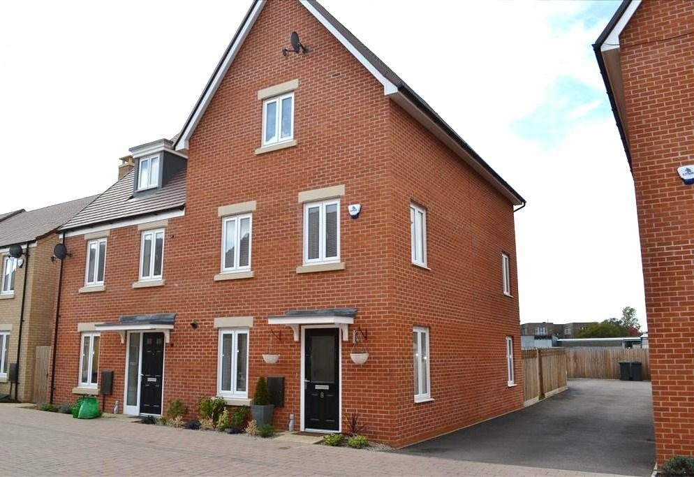 4 Bedrooms Semi Detached House for sale in Gilbert Avenue, BIGGLESWADE, SG18