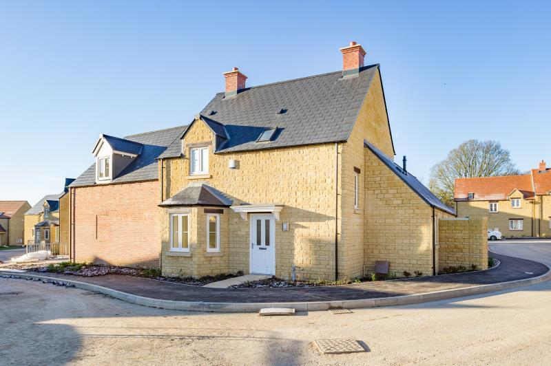 3 Bedrooms Detached House for sale in The Maple, William Buckland Way, Stonesfield, Witney, Oxfordshire