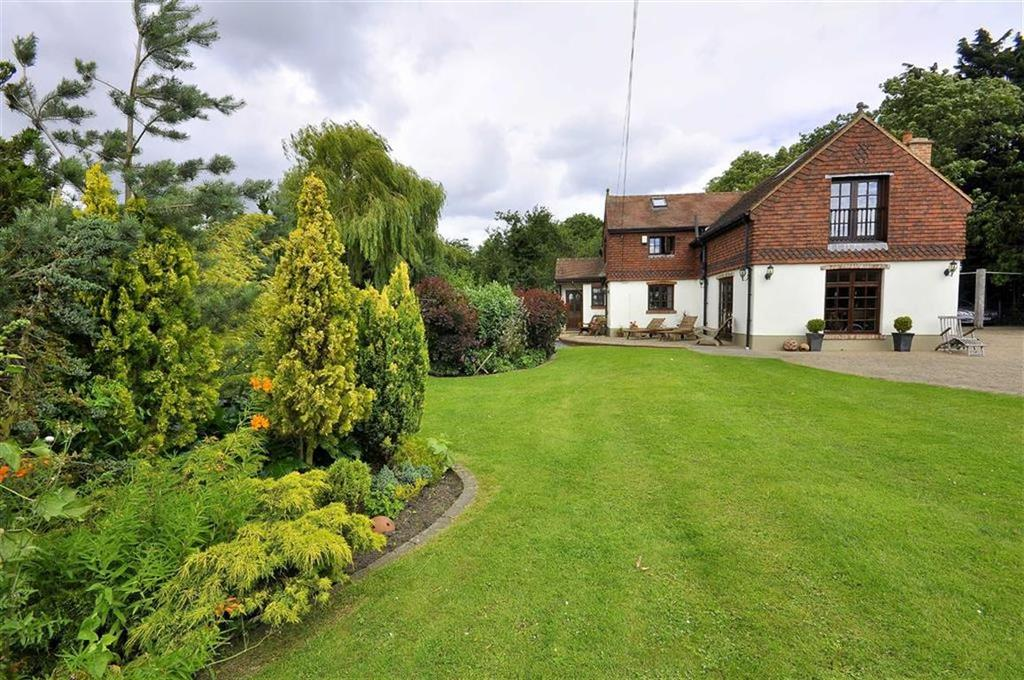 4 Bedrooms Detached House for sale in East Hall Road, Lone Barn, Chelsfield, Kent