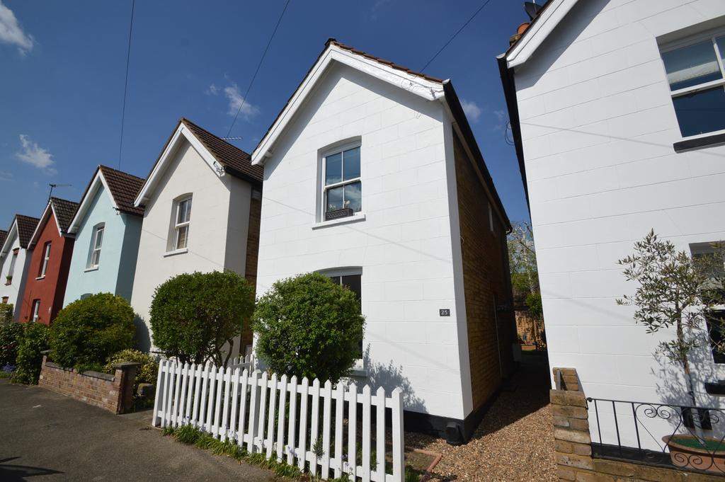 2 Bedrooms Detached House for sale in Green Lane Avenue, HERSHAM VILLAGE KT12