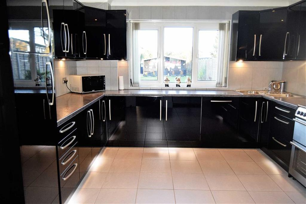 4 Bedrooms Semi Detached House for sale in Maidstone Road, Rainham, Kent, ME8