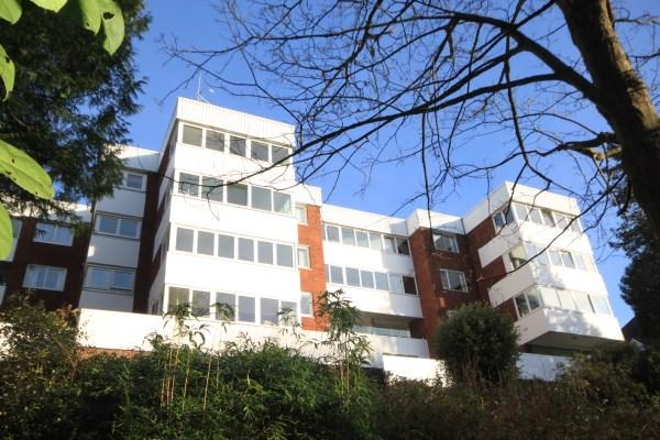 2 Bedrooms Apartment Flat for sale in Branksome Wood Road, Bournemouth