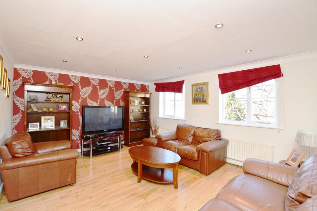 4 Bedrooms Town House for sale in Elizabeth Fry Place London SE18